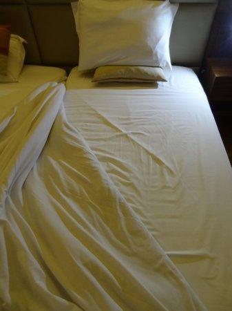 Cinquentenario Hotel : Cama mal executada