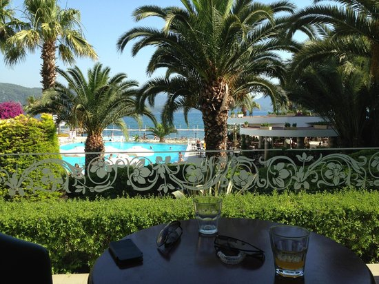 Marmaris Resort Deluxe Hotel: View from lobby