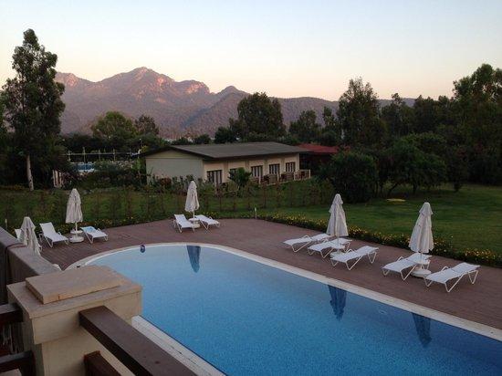 Marmaris Resort Deluxe Hotel: Deluxe room swimming pool