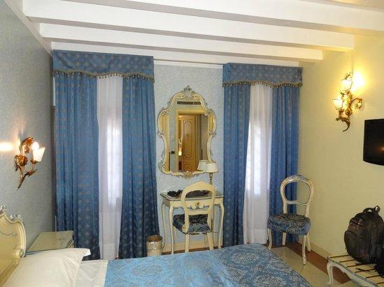 HOTEL OLIMPIA Venice: Suíte