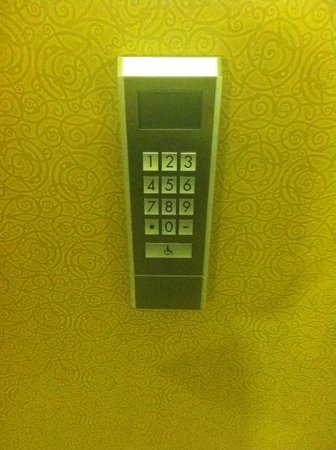 New Orleans Marriott : Put your floor # in and it tells you which elevator to board