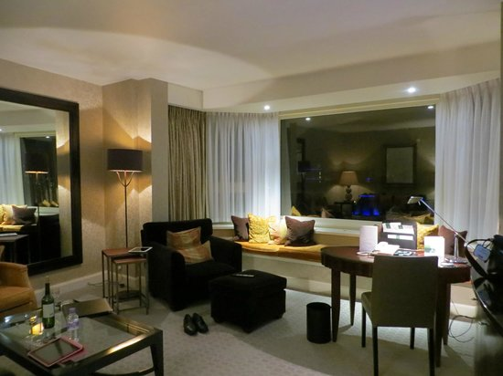 The Park Tower Knightsbridge, A Luxury Collection Hotel, London : Front room