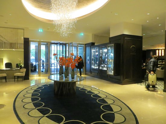 The Park Tower Knightsbridge, A Luxury Collection Hotel, London : Lobby
