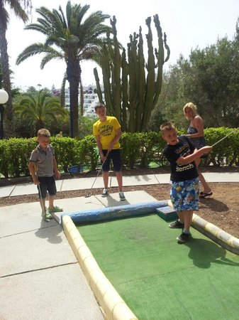 Hotel Altamar: The crazy golf just round the corner