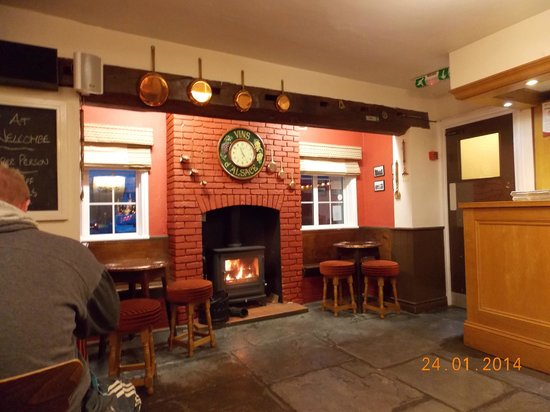The New Inn: lovely cosy fire