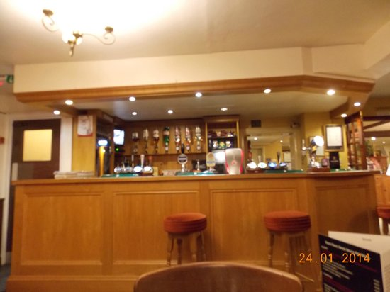 The New Inn: bar with very friendly staff