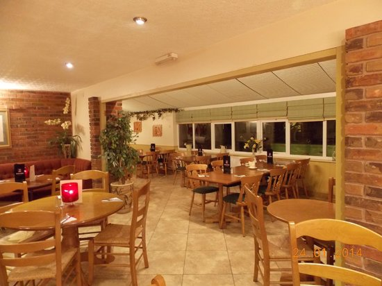 The New Inn: spacious restaurant