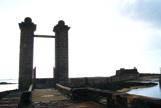 Castillo de San Gabriel: Puente de las Bolas con il castello
