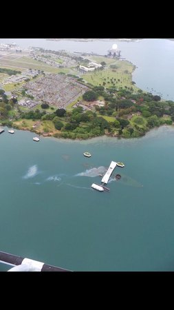 Genesis Helicopters: flying over Pearl Harbor