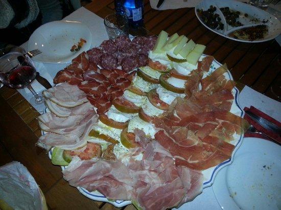 Cesano Boscone, Italia: Ottimo posto per fare aperitivi o cene tipiche! Prodotti freschi e ottimi. Prodotti anche per ce