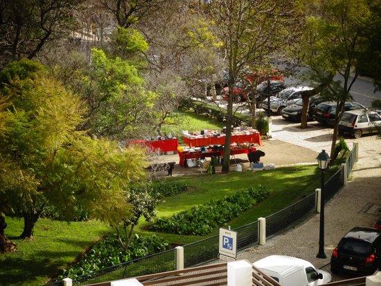 Saboia Estoril Hotel : Jardim e fleemarket
