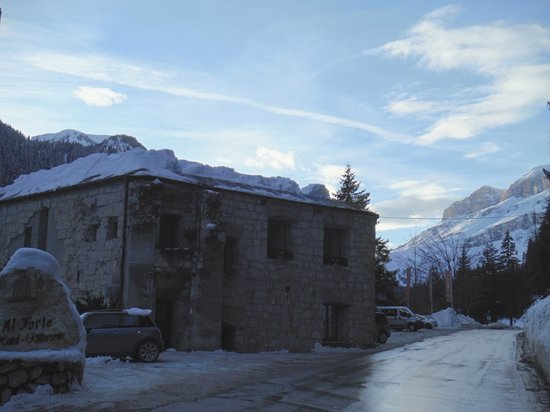 Festungshotel Al Forte: Fort part of hotel from road (restaurant and bar)