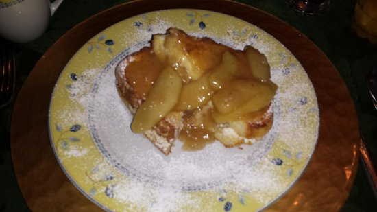 Queens Landing Guest House B&B: Apple Pie Stuffed French Toast