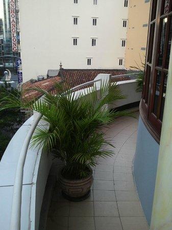 Huong Sen Hotel : Houng Sen Deluxe - Balcony left side