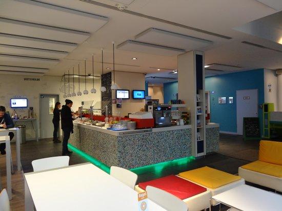 Ibis Styles Berlin Mitte : Breakfast area and reception