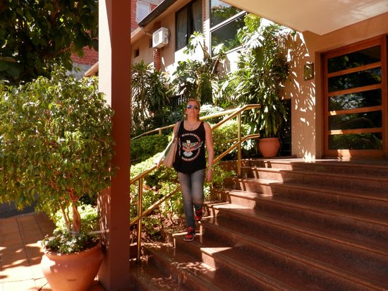 Hotel Saint George: La entrada principal