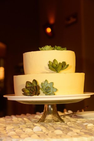Florblanca Resort: Delicious wedding cake that Florblanca baked and decorated!