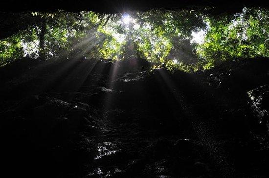 Aguateca : La luz llega a la grieta defensiva