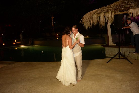 Florblanca Resort: First dance under the stars-poolside!