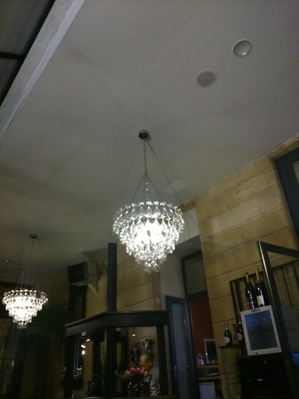 Le Boutique Hotel : The chandeliers in the bar
