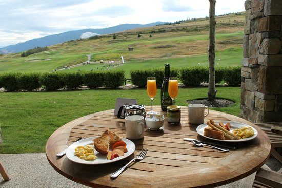 Predator Ridge Resort: Breakfast on our patio