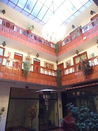 Hatun Wasi Hotel: vista desde la puerta de la habitacion hacia el patio central comun
