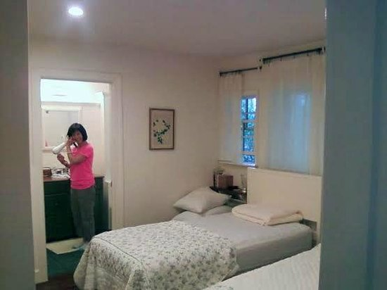 Pilialoha Cottage : Second Bedroom with twin beds