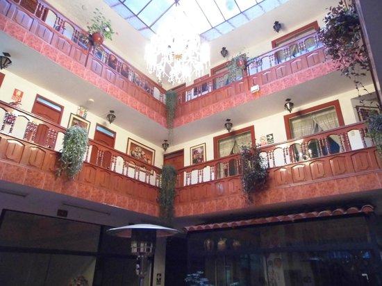 Hatun Wasi Hotel: la habitacion hacia el patio central comun