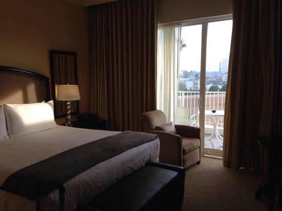 The Beverly Hilton: Bedroom