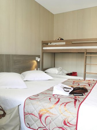 Hotel Le Revest : Chambre familliale
