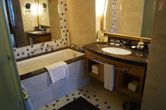 Shangri-La Al Husn Resort & Spa: room bathroom