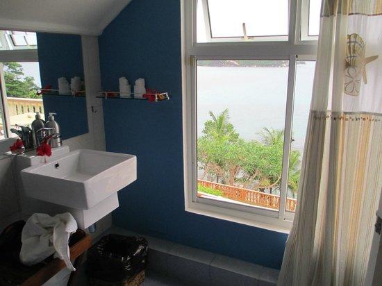 Bay View Villa: vista do banheiro
