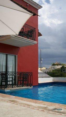 Koox Caribbean Paradise Hotel: no debe estar bueno tener un balcon a la pileta. poca intimidad