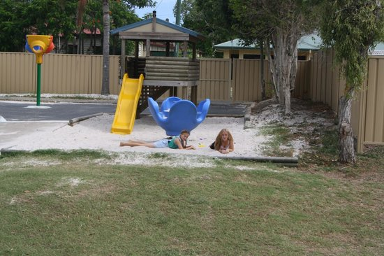 Fraser Lodge Holiday Park: Playground fun