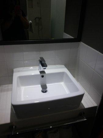 Hotel ShinShin Myeongdong: Nice sink
