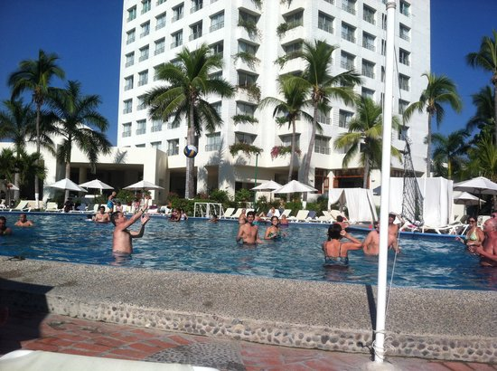 Emporio Ixtapa: There was pool volleyball every day