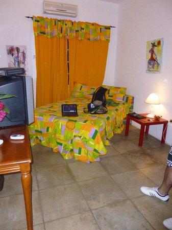 San San Tropez Villa-Hotel: Habitación