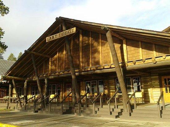 Lake Lodge Cabins : fachada da entrada