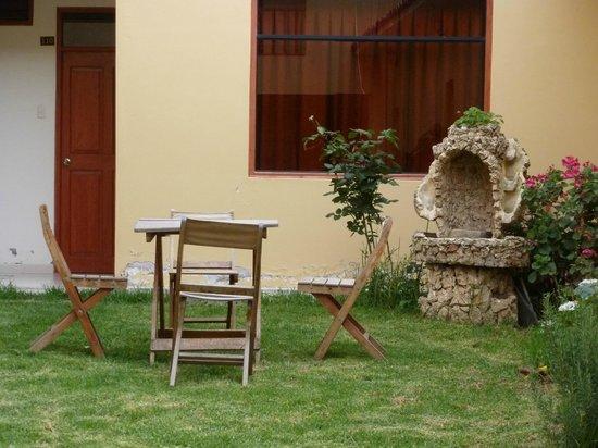 Hotel Casa de Mama Valle: Courtyard