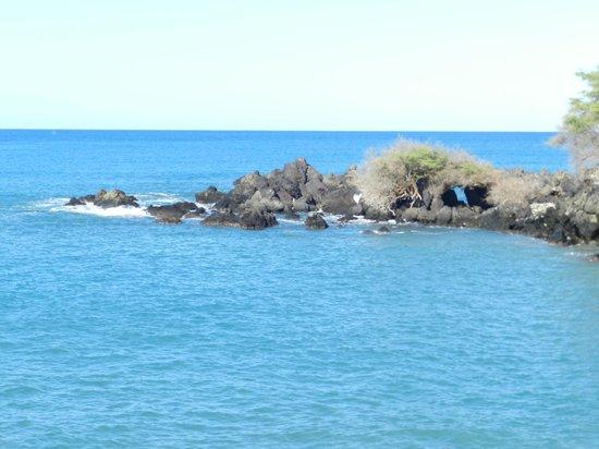 Waialea Beach: Small Sea Arch To The North