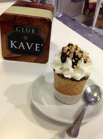 Toffee: cialda ricoperta di cioccolato caffè e panna