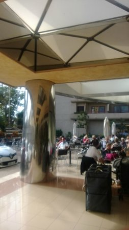 GF Fanabe: Outside seating area at front of hotel