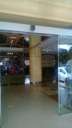 GF Fanabe: Hotel Entrance