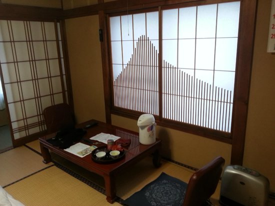 Yudanaka Seifuso: room w/ tea