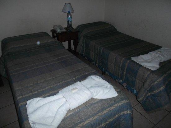 Hostal La Casona de la Linda: Salta, Argentina, La Casona de La Linda. Habitación doble, el espacio necesario.