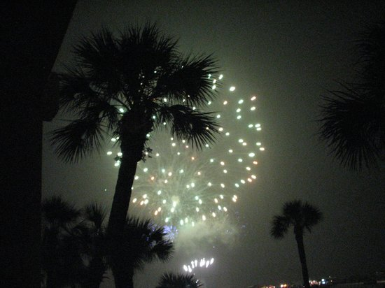 Bilmar Beach Resort: 4th of July fire works from our balcony
