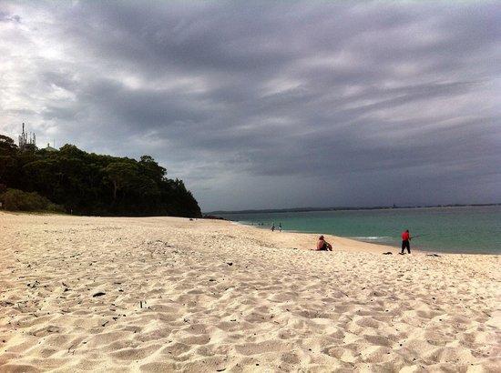 Martys at Little Beach: 2 min walk to this quiet clean beach.