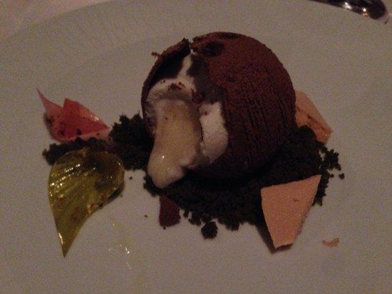 La Mer -  L'Aperitif: Coconut shaped icecream desert