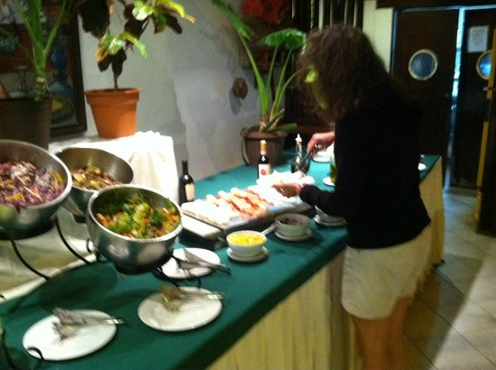 Petit Lafitte: Salad bar and buffet- meat/cheese tray
