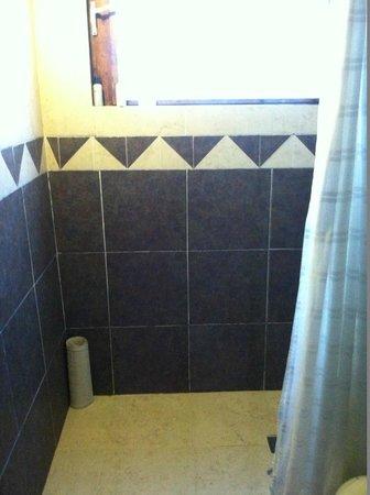 Petit Lafitte : Big clean shower